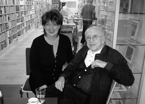 Biografin Andrea Ernst mit Eric Pleskow, Filmproduzent und ehemaliger Präsident der Filmproduktionsgesellschaften United Artists